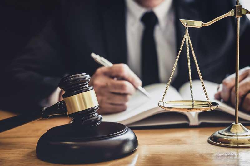 האם כדאי להתמחות במשרד עורכי דין גדול?
